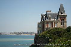 Dinard | Villa Les Roches Brunes. Ouvert au public l'été (expos temporaires). Propriété Ville de Dinard