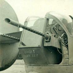 Close up view of a B-24 Liberator tail turret. Aviones Militares, Aviones De Combate, Aviones Segunda Guerra Mundial, Artilleria, Cuaderno De Dibujos De Bocetos, Naves Espaciales, Soldados, Historia, Fronteras