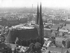 Berlin hat zwischen 1933 bis 1975 seine Altstadt verloren. Historische Luftbilder zeigen, wie dicht der Stadtkern einmal bebaut war. Ein Fotovergleich mit den Orten heute.