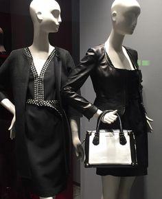"""Donne Vincenti su Instagram: """"Nuova vetrina #donnevincenti #window #blackandwhite #spring2016 #newcollection #clothes #albafashion #accessories"""""""