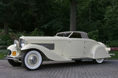 1930 Duesenberg Model J - oh my - I should get my white mink and go for a Sunday drive in this - perhaps stop at the yacht and have some champagne....