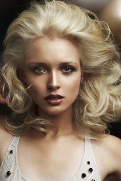 Very Marilyn Monroe Inspired Blonde Wavy Haircut