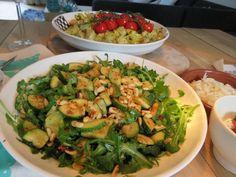 Soms kan simpel zó lekker zijn. Ik ben altijd snel geneigd om veel ingrediënten te gebruiken om een gerecht meer smaak te geven. Maar meer ingrediënten betekent zeker niet altijd dat het gerecht ook lekkerder wordt. Neem nu de Italiaanse keuken: daar gebruiken ze helemaal niet veel ingrediënten in een gerecht, en de smaken zijn fantastisch.