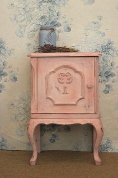 kolory--Antoinette, Scandiavian Pink i Henrietta.  Tkaniny Faded Roses in Duck Egg- kolekcje Annie Sloan, Brush by MacDonald Wlodarski, Konstancin Polska