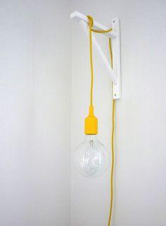 Luminaire minimaliste pour une chambre d'enfant moderne #yellow #decoration #kidsroom