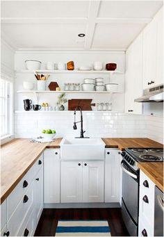 Sử dụng tủ bếp, kệ treo tường