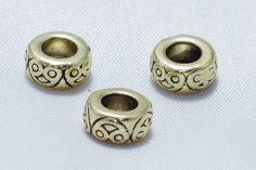 Aro de metal labrado en dorado mate - #Beryllos: #abalorios, #cuentas y #fornituras.