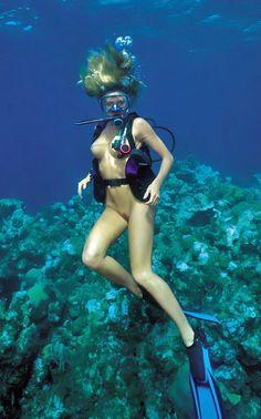 woman nude scuba