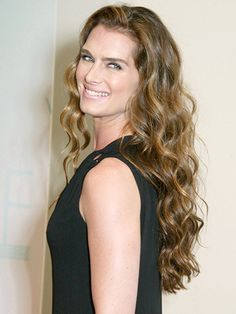 Brooke Shields Celebrity Looks - Arriving at the Women in Film Celebrates the Crystal + Lucy Awards in Los Angeles, 2002