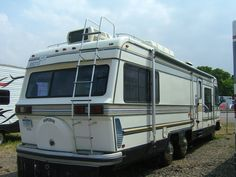 1983 Holiday Rambler Imperial 33!!! :D