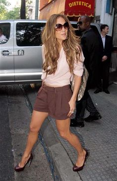 If we had J.Lo's sexy legs, then we'd show them off in shorts and pumps too. The singer rocked brown pleated shorts, purple iridescent heels, and a snakeskin bag in Buenos Aires, Argentina.
