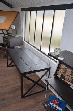 Table basse de style industrielle en bois et métal réalisée sur-mesure pour le restaurent caffé pausa à St Herblain