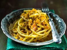 Porkkanapestopasta/Pasta with carrot pesto, Kotiliesi. Slow Cooker Potatoes, Slow Cooker Ribs, Slow Cooker Freezer Meals, Zucchini Curry, My Favorite Food, Favorite Recipes, Corn Chowder, Bbq Ribs, Pesto Pasta