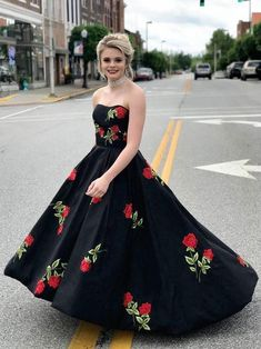 Black Prom Dresses Sweetheart A-line Embroidery Long Simple Prom Dress JKL954