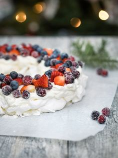 Christmas Wreath Pavlova - Obsessive Cooking Disorder Sugared Cranberries, Distilled White Vinegar, Heavy Whipping Cream, Pavlova, Serving Plates, Food Photo, Fresh Fruit, A Food, Blueberry