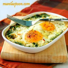 Baked Spinach, Eggs, and Feta.  No bread or flour in this recipe.  Ingredients:  eggs, spinach, feta cheese.  I'm thinking to add some turkey ham or bacon to this, along with green onions.