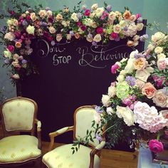 Flowers & Chalkboard Photobooth  nei colori della stagione 2016! #serenity #rosequartz #flowerdesign #luxuryweddings #Elisamoccieventsacademy @federicaambrosini @elisa_mocci_events