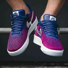 La plus patriotique des Nike Air Force 1 Ultra Flyknit post image Ankle Sneakers, Cute Sneakers, Sneakers Nike, Air Force Shoes, Nike Air Force Ones, Fly Shoes, Shoes Uk, Tenis Casual, Nike Air Shoes