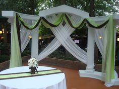 Column backdrop decorating ideas for behind wedding party