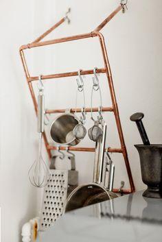 8 détails pour donner un style industriel à votre cuisine #pipedeco #tuyau #cuivre #cuisine #industriel #deco #vintage #WeLoftYou http://www.novoceram.fr/blog/tendances-deco/cuisine-style-industriel