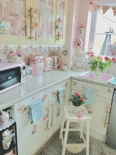 3 Fun Tips: Shabby Chic Style Old Windows shabby chic farmhouse office.Shabby Chic Design Old Windows shabby chic bedding ceilings.Shabby Chic House Dream Homes. Shabby Chic Kitchen Curtains, Tables Shabby Chic, Shabby Chic Veranda, Shabby Chic Coffee Table, Casas Shabby Chic, Shabby Chic Porch, Shabby Chic Interiors, Shabby Chic Living Room, Shabby Chic Bedrooms