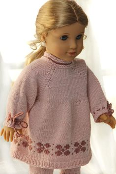 Knit a great tunic in purple and pink to your doll Crochet Doll Dress, Knitted Dolls, Knit Crochet, Ag Dolls, Reborn Dolls, Doll Patterns, Knitting Patterns, Ag Doll Clothes, Barbie