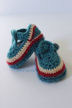 Blue Unisex Crochet Baby Booties  0-3 Months  by MamasTeddyBear