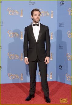 this, my friends, is a suit tailored to perfection. absolutely impeccable and so incredibly classy.