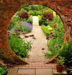 Panoramio - Photo of Moon Gate, West Green Garden