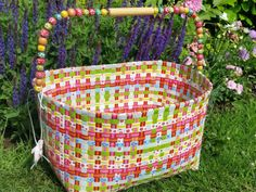 PLASTIC-WOVEN-OVERBECK-BASKET-WOODEN-BEADS-HANDLE-STORAGE-WOOL-CRAFT-SEWING-TOYS