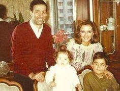 Kemal Sunal eşi ve çocuklarıyla.