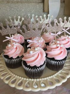 Trendy Baby Shower Girl Ideas Cupcakes Ideas Related posts:Gender reveal party : 10 idées originalesPlanning a Baby Shower? 3 Tips For Throwing a Wonderful Baby Shower How t. Tortas Baby Shower Niña, Comida Para Baby Shower, Gateau Baby Shower, Baby Shower Cupcakes For Girls, Baby Shower Cupcake Toppers, Baby Girl Shower Themes, Girl Baby Shower Decorations, Baby Shower Princess, Baby Shower Fun