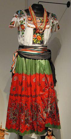 China Poblana -- Colección del Museo de Arte Popular en la Ciudad de Mexico