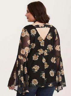 Plus Size Dresses, Plus Size Outfits, Shirt Patterns For Women, Floral Tops, Floral Prints, Bell Sleeve Top, Bell Sleeves, Chic Outfits, Lace Dress