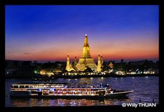 Arun residence Restaurant in Bangkok... an amazing place to have dinner with striking views on the famous Wat Arun - http://www.krungthep101.net/2012/01/arun-residence.html