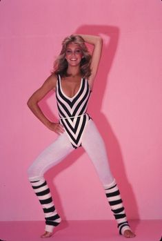 Actress Heather Locklear geared in a workout outfit typical of the day 1980s Fashion Trends, 80s Trends, Tween Fashion, Girl Fashion, Style Fashion, Fashion Outfits, Fashion Bloggers, Fashion Tips, 80s Workout Clothes