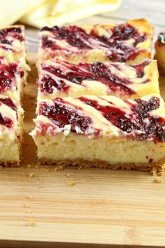 Yummy Almond Streusel-Cherry Cheesecake Bars - Sugar cookie mix makes the base of a creamy cheesecake bar with a baked-in cherry filling. 13 Desserts, Dessert Recipes, Bar Recipes, Baking Recipes, Cherry Recipes, Cream Recipes, Yummy Recipes, Cookies Et Biscuits, No Bake Cookies