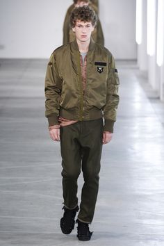 Catwalk photos and all the looks from No.21 Autumn/Winter 2016-17 Menswear Milan Fashion Week