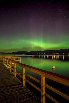 Northern lights reflecting on Okanagan Lake near Penticton, BC #Osoyoos