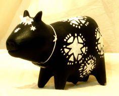 Figura de vaca en ceramica con varias terminaciones en engobe, acrilico. Ceramica contemporanea . Año 2008 D.M.G