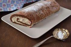 Igazi őszi desszert: puha kakaós piskótában lágy-habos gesztenyekrém, pikáns lekvárral kiegyensúlyozva.
