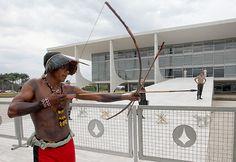 Indígenas intentan entrar al Congreso en Brasilia