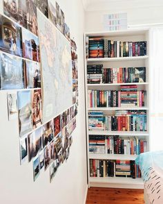 i love the maps. i had to get rid of mine because they tokk up everything and were falling apart Aesthetic Room Decor, Book Aesthetic, Bookshelf Inspiration, Room Inspiration, Deco Studio, Room Goals, Home And Deco, Book Nooks, Dream Rooms