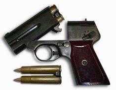 Советский бесшумный двуствольный пистолет С4 и, позднее, С4М был сконструирован