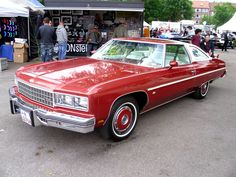 """1976 Chevy Caprice Landau - The Santa Claus at """"Santa's Village"""" in Lake Placid, New York drove a red and white 1976 Caprice Landau just like this one. Chevrolet Caprice, Chevy Caprice Classic, Classic Chevrolet, Chevy Luv, Chevy Impala Ss, Camaro Rs, Fancy Cars, Vintage Cars, Retro Cars"""