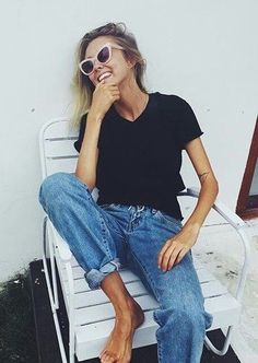 perfect post-beach wear; boyfriend jeans + black tee