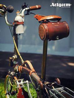 Steampunk Brompton By Artgerm Velo Vintage, Vintage Bicycles, Tweed Ride, Bike Leathers, Folding Bicycle, Push Bikes, Bike Bag, Brompton, Bike Style
