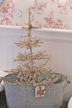 FRENCH COUNTRY COTTAGE: CHRISTMAS BATHROOM