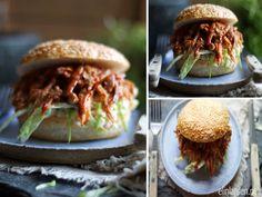 Elin Larsen: pulled pork i stekeovn Dinner Side Dishes, Dinner Sides, Backyard Bbq, Pulled Pork, Salmon Burgers, Slow Cooker, Sandwiches, Favorite Recipes, Ethnic Recipes