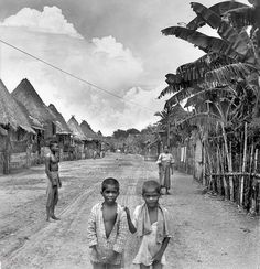 Palm thatched homes, Paranaque City, (South of Manila) Philippines, early Century Philippines Culture, Manila Philippines, Filipino Culture, Chinese Culture, Ancient Greek Architecture, Gothic Architecture, Mindanao, Ancient Beauty, Vietnam Travel